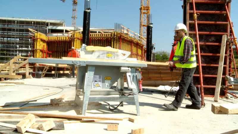 Baukreissäge avola auf der Baustelle